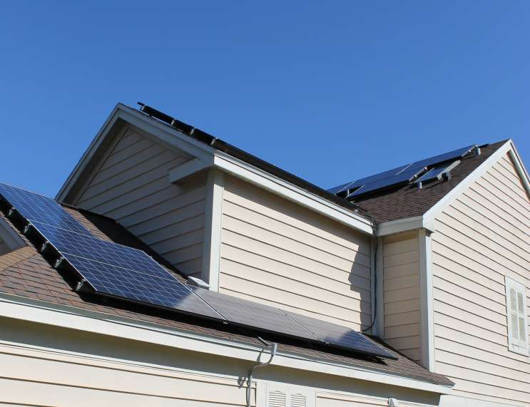 Solar panels. Photo: Matthew Peddie, WMFE