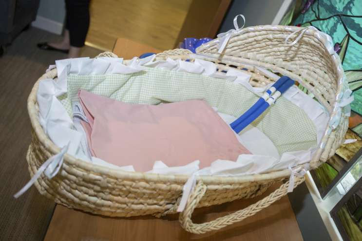 The Cooling Mat Can Be Placed In A Straw Bassinet That Looks Like A Moses  Basket, Or It Can Be Placed On Momu0027s Hospital Bed Next To Her Side.